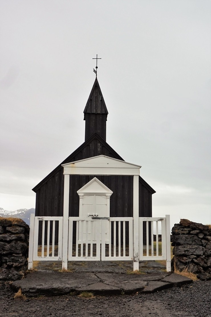 seljalandsfoss black church